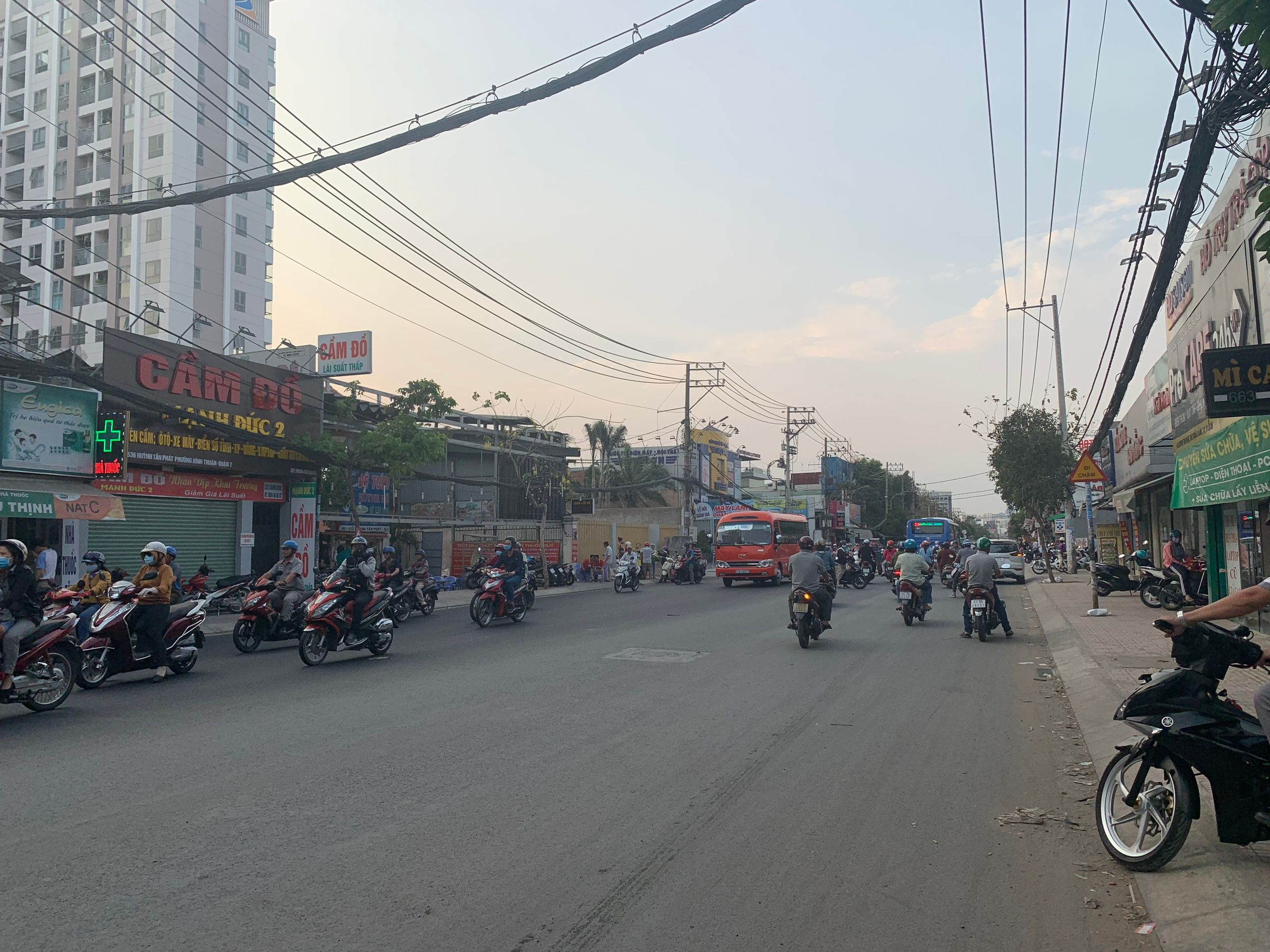 duong-huynh-tan-phat-lux-city